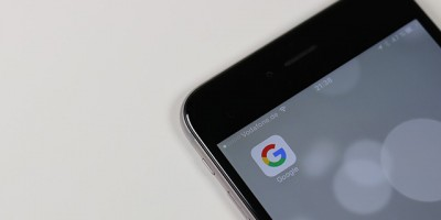 Représentation de l'Index Mobile-First par une application Google sur smartphone